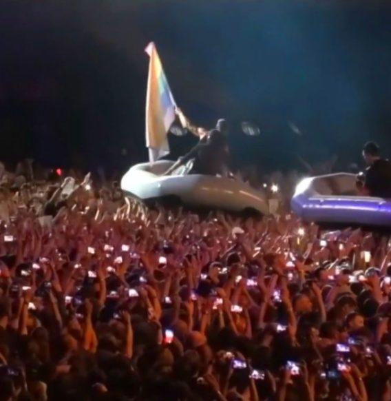 Rammstein z tęczową flagą (WIDEO)